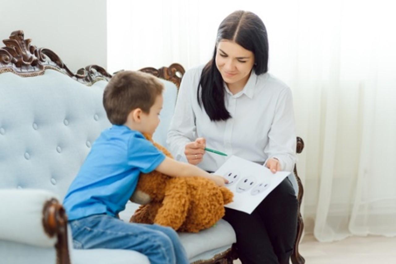 Terapia infantil: en qué consiste y qué beneficios tiene llevar a tu hijo al psicólogo